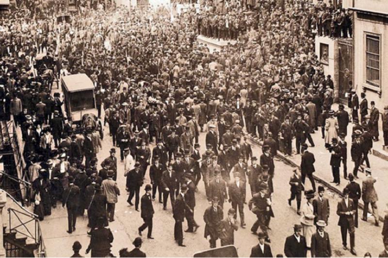 1907年華爾街的崩盤,催生了今日的聯邦儲備系統。下次崩盤的明天過後,又將如何?(維基百科)