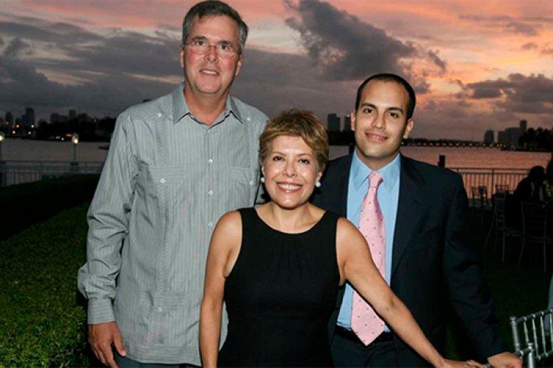 傑布布希與妻子哥倫芭,身旁的是他們的大兒子喬治布希。