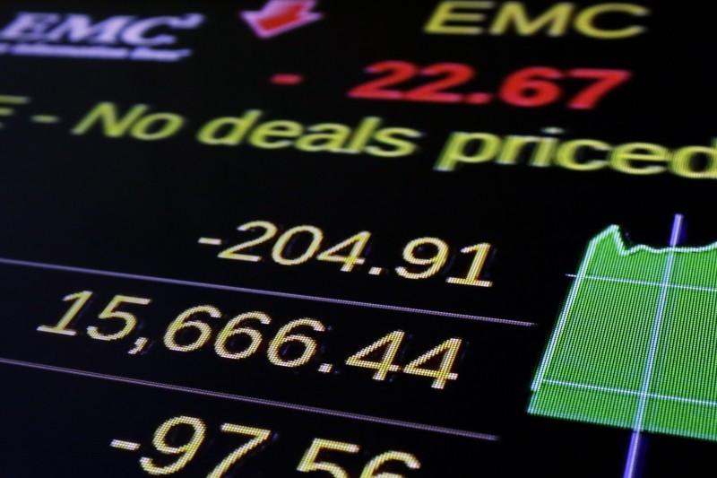 美國鎖國之下爲何股票不跌反漲?(示意圖,美聯社)