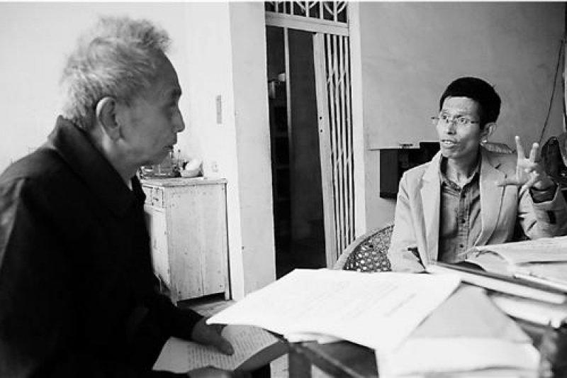 潘國平(右)與「溫嶺慘案」原告。(翻攝網路)