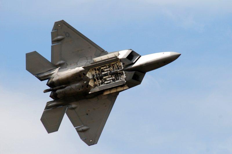 F-22的彈倉特寫。(美國海軍網站)