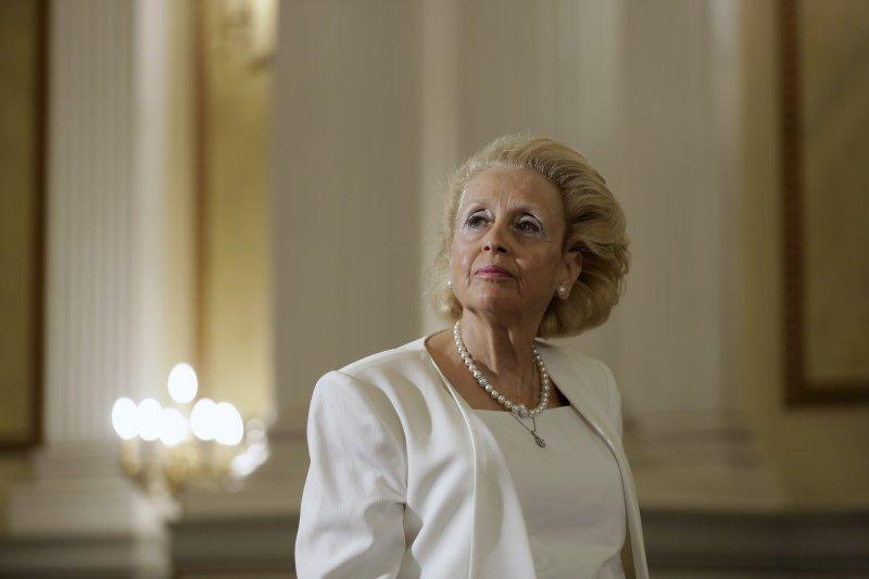 希臘最高法院院長薩努在27日宣誓之後,成為希臘史上首位女性總理。(美聯社)