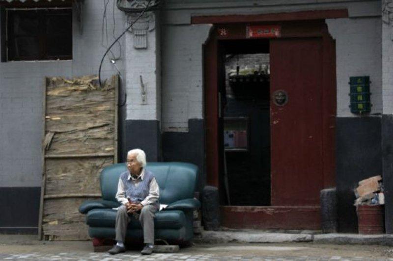 520總統蔡英文上任,解決退休養老金又到新政府急需處理的問題之一了。(BBC中文網)