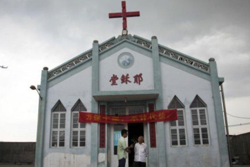 浙江省要求當地許多教堂把十字架從教堂上取下。(BBC中文網)