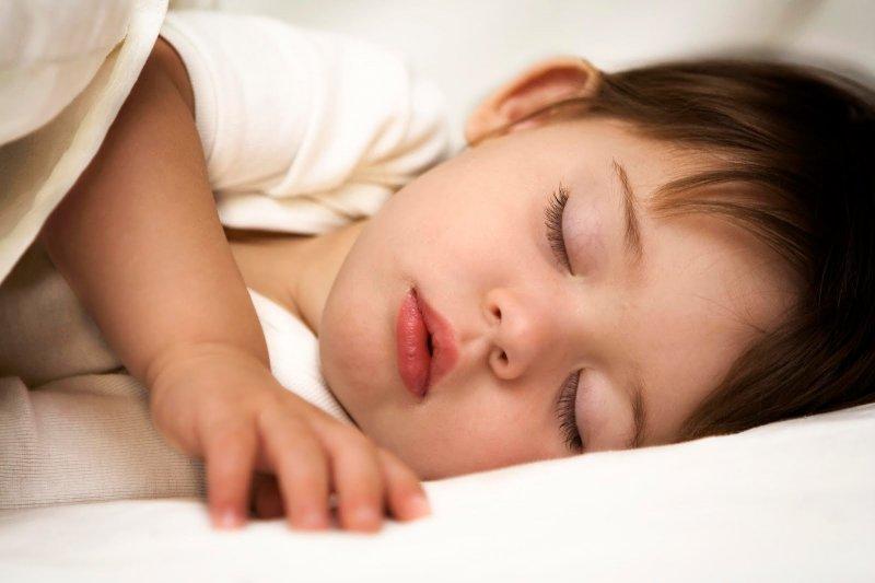 小朋友睡眠要充足,才不會容易過重(取自網路)