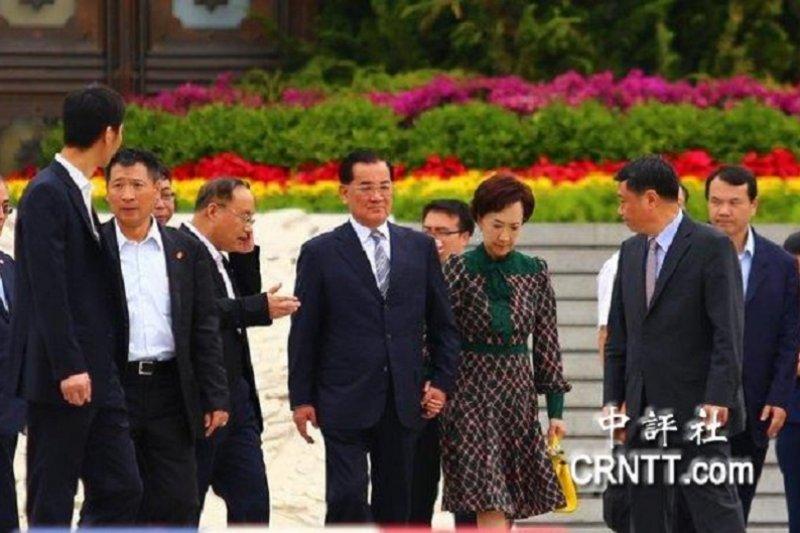 連戰走訪中國人民抗日戰爭紀念館。(中評社)