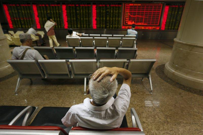 美股周一走弱,讓亞股周二全墨,中國股市也持續再跌。(美聯社)