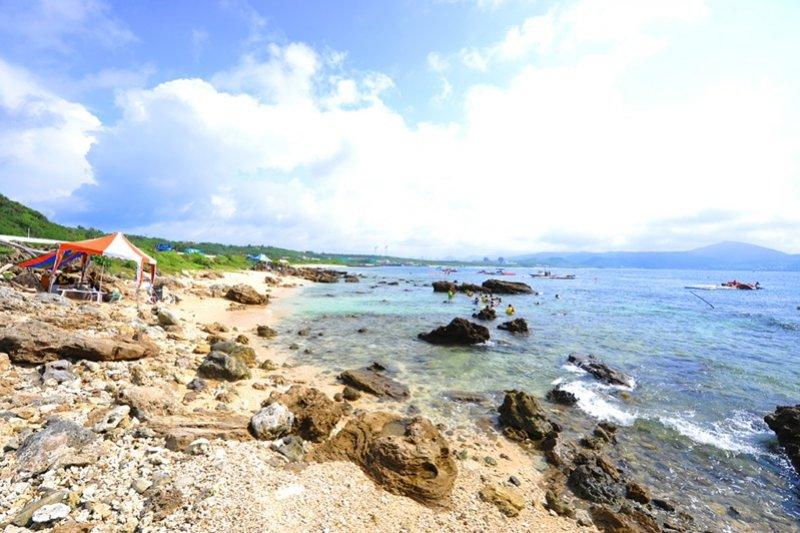 2名男子於後壁湖生態保護區盜採242株珊瑚。(取自國立海生館網站)