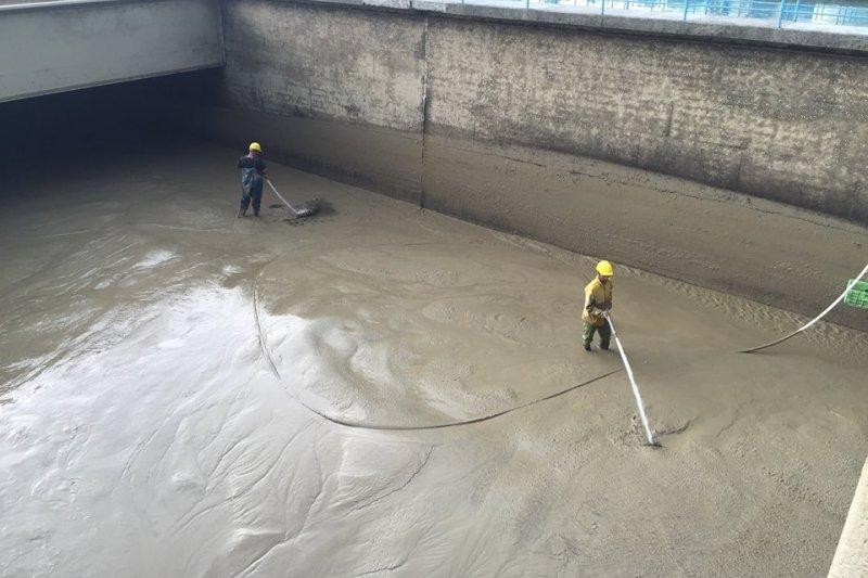 受到先前蘇迪勒颱風影響,如今只要開始下雨就會造成淨水廠水濁,讓柯文哲感嘆必須盡快解決上游水保問題。(取自柯文哲臉書)