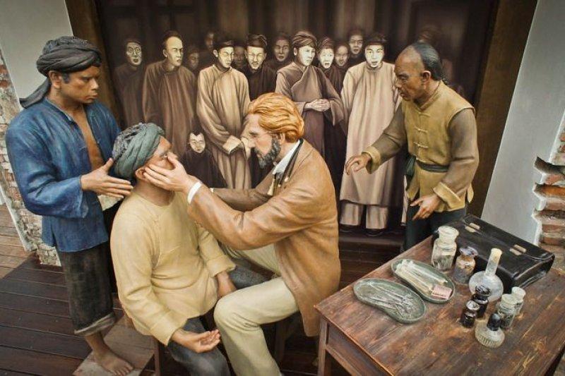 台灣話「禮拜幾」的說法應係援用自西方傳教士。(圖為馬雅各醫師行醫傳教。取自打狗英國領事館官網)