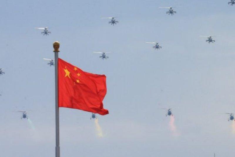 9月3日參加大閱兵的中國空軍直升機編隊排練。(資料照,BBC中文網)