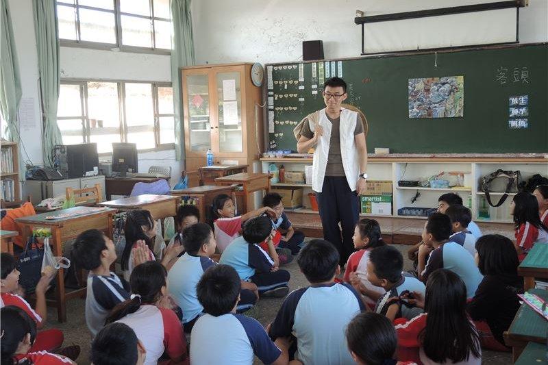 台中市議員張耀中2日發動連署,要求各校讓孩子延後上學時間,此舉也獲得藍綠議員的共同支持。(取自台灣歷史博物館網站)