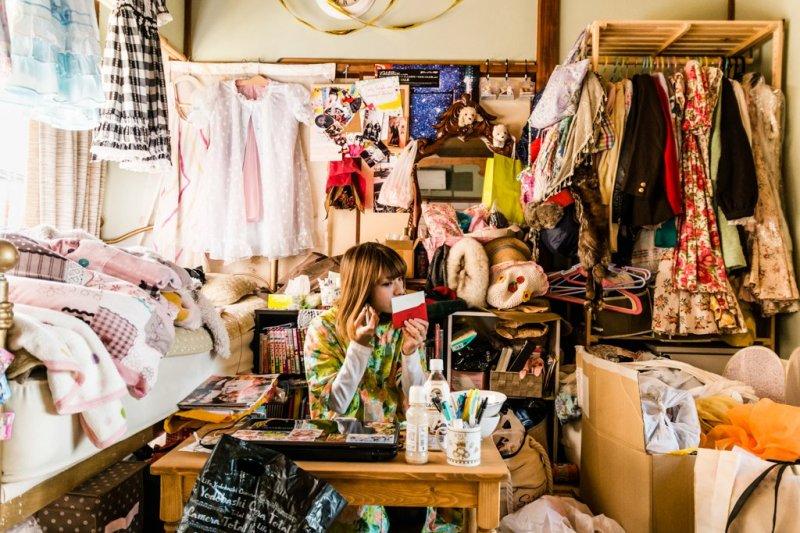 房間這麼亂,該怎麼辦?(圖/取自川本史織facebook)