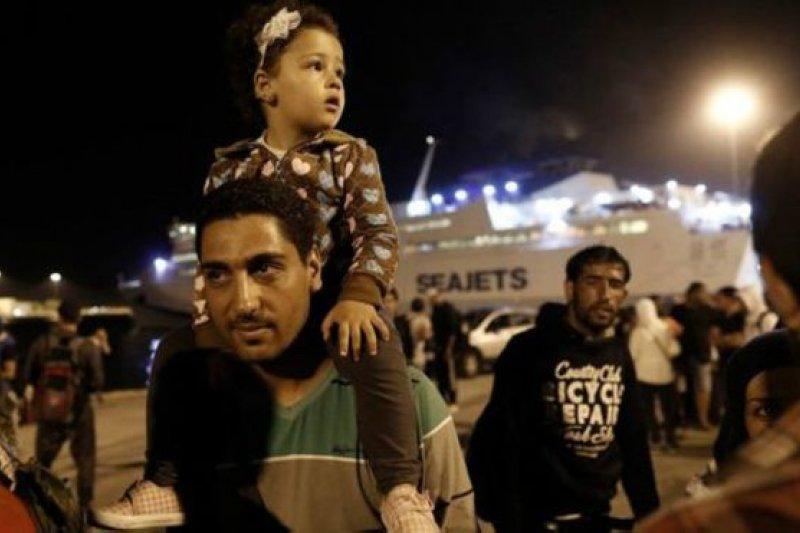 希臘說,該國無法接納為數眾多、而且絡繹不絕的難民。(BBC中文網)
