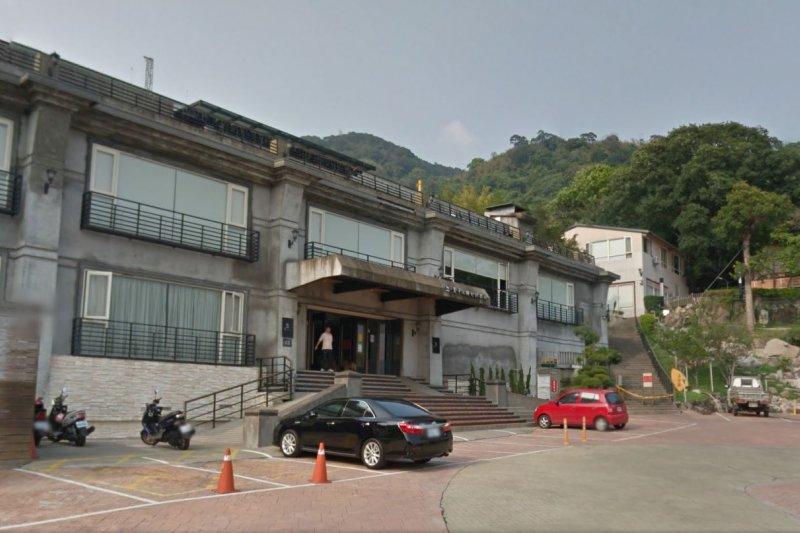 因公務員包庇,貴子坑鄉村俱樂部侵占805坪國有地,興建違章建築,不法得利高達3億元。(取自Google map)