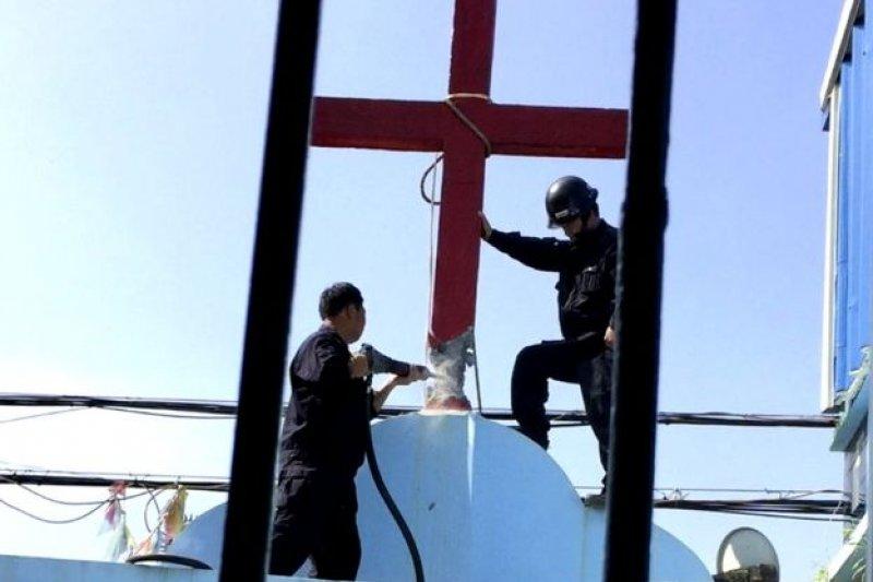 浙江省當局自去年起持續強拆多家教堂上的十字架。(BBC中文網)