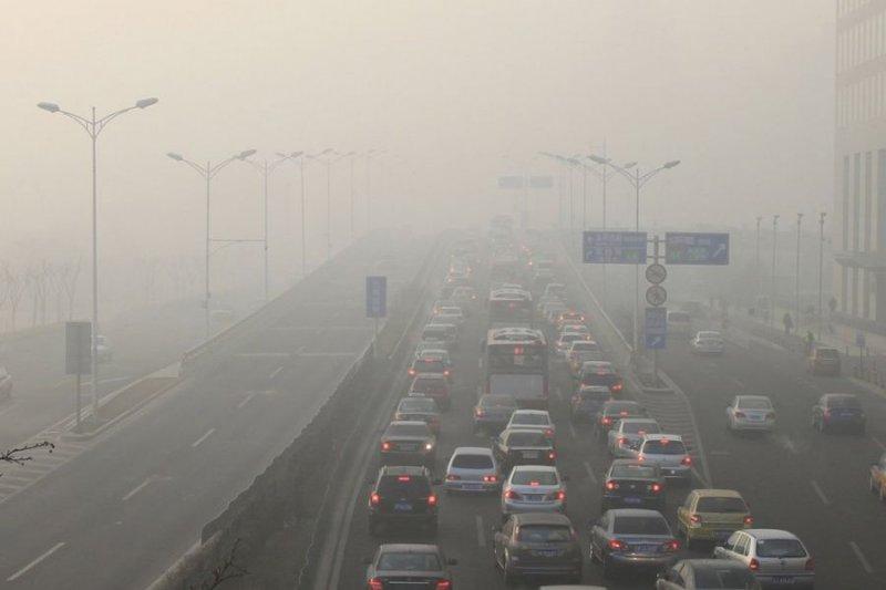 中國空汙嚴重,一度對昆山工業區下達限汙令。(取自中國環保新聞網)