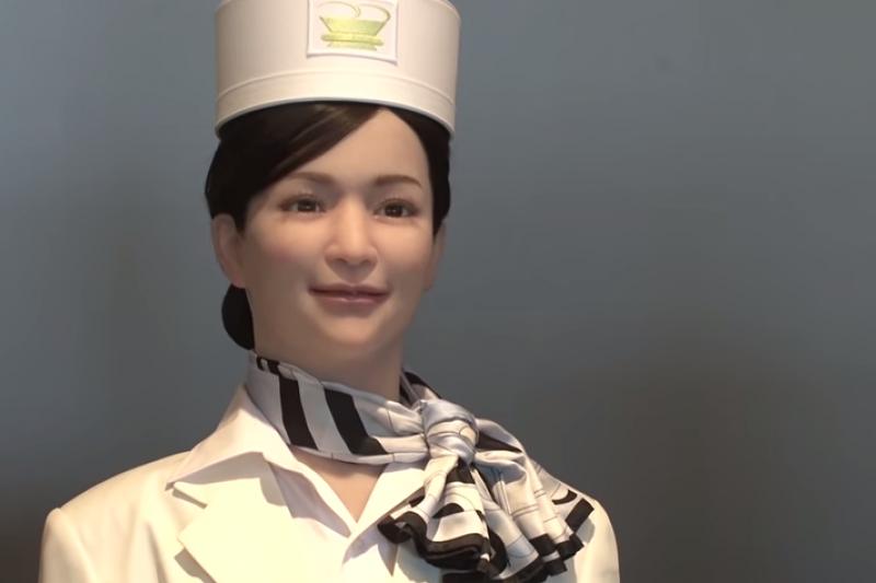 笑容可掬的美女機器人「夢子」