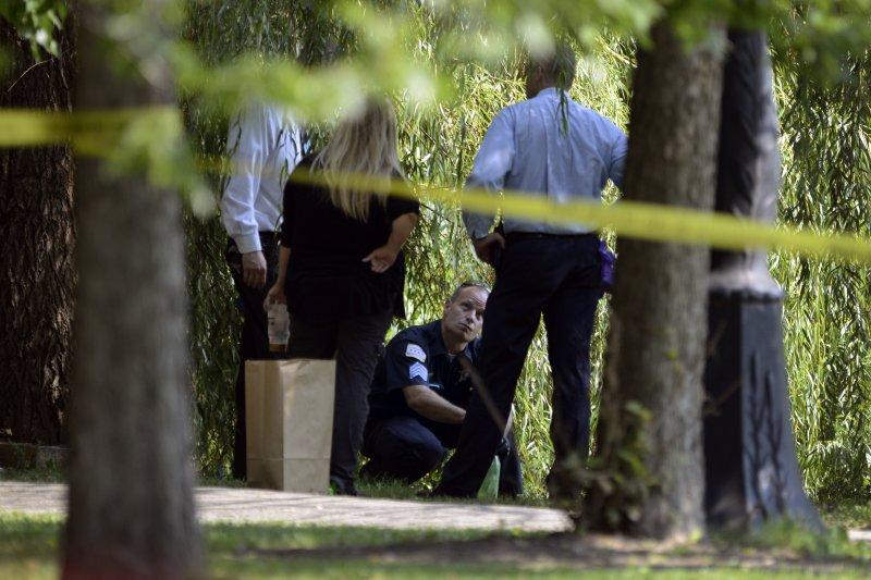 芝加哥警方在加菲爾德公園蒐證。(美聯社)
