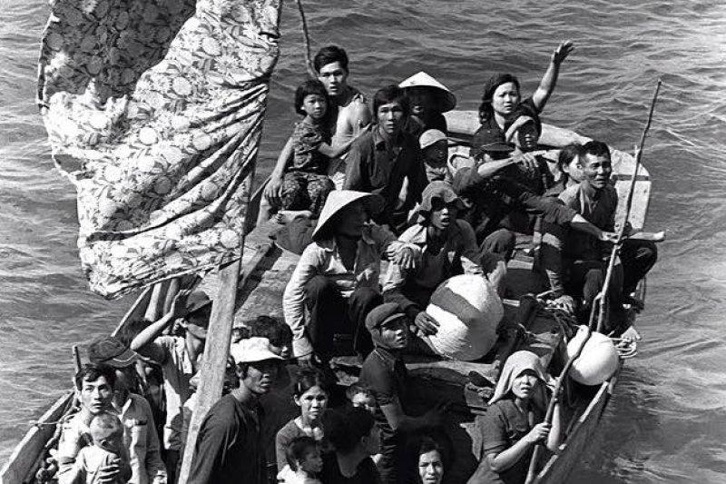 昔日的越南船民被30年前的英國社會接納,如今他們已經有能力回饋英國。(Tat Wa Lay臉書)