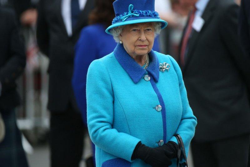 冠狀病毒的英文是源於拉丁文corona,意為王冠,此字後衍生出英文的王冠(crown)。圖為英女王伊利白二世。(資料照,取自美聯社)