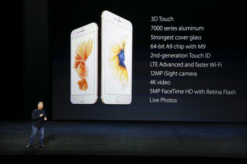 iPhone6s銷售欠佳,蘋果大砍供應鏈訂單,台廠受衝擊大,蘋果經濟的挹注逐漸黯淡。(資料照片,美聯社)