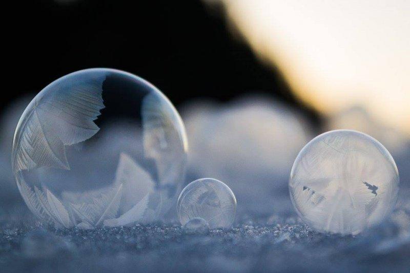 股價重挫是泡沫破滅的開始?作者表示不一定。(圖/ Kelly Images and Photography @facebook)