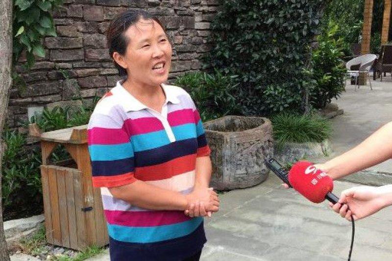 劉紅麗說,「汶川地震給自己和家人曾經帶來深深的傷痛,永遠忘不了當時聯繫不上家人的焦急不安和房子震損的難過。」(BBC中文網)