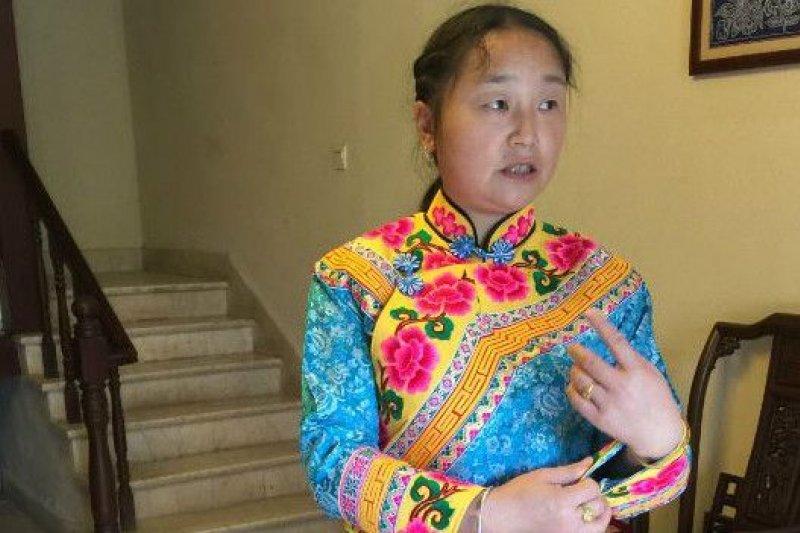李福英說,「院子裏種的李子每年的收入可以達到一萬元。」(BBC中文網)