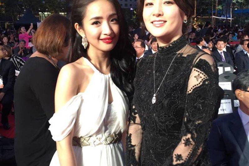 林依晨出席首爾電視劇大賞頒獎典禮。(取自林依晨Ariel微博)