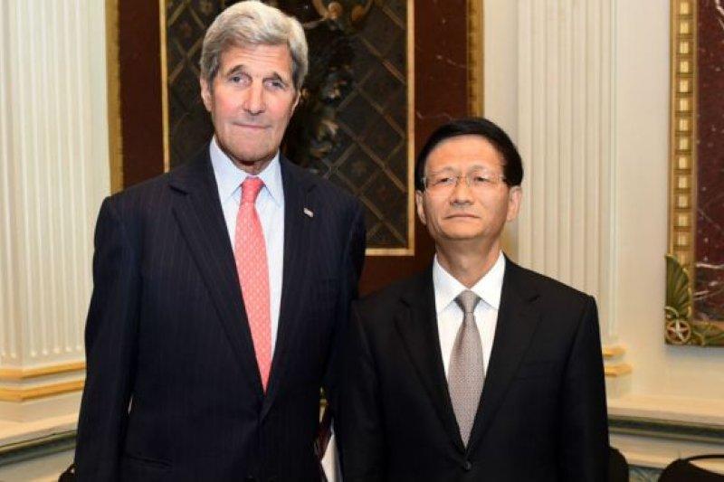 孟建柱(右)與美國國務卿凱瑞(左)會晤。(BBC中文網)