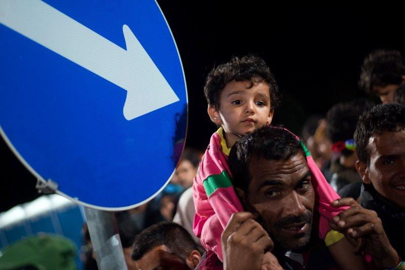 匈牙利與奧地利邊境的難民。(美聯社)
