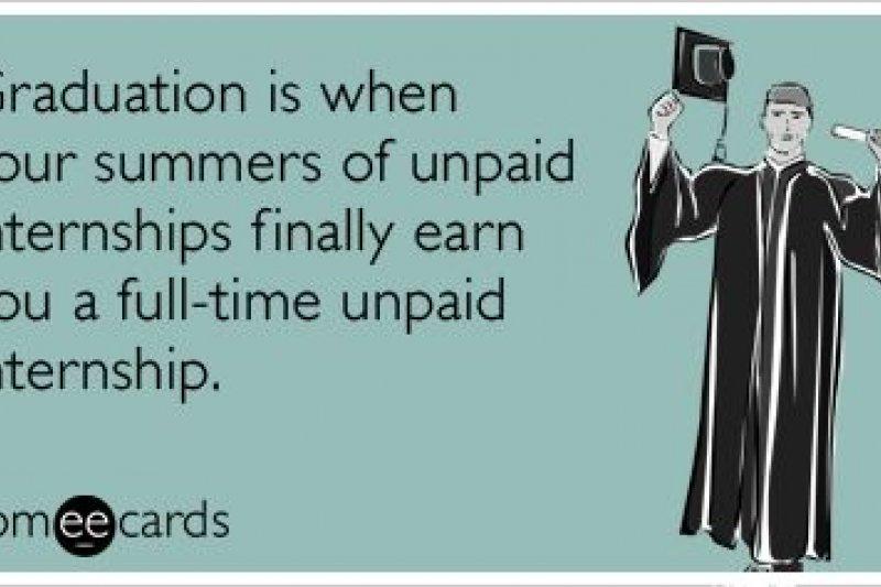 「大學畢業的意思是你每年夏天的無薪實習工作變成了全職的無薪實習」。(取自www.pinterest.com)