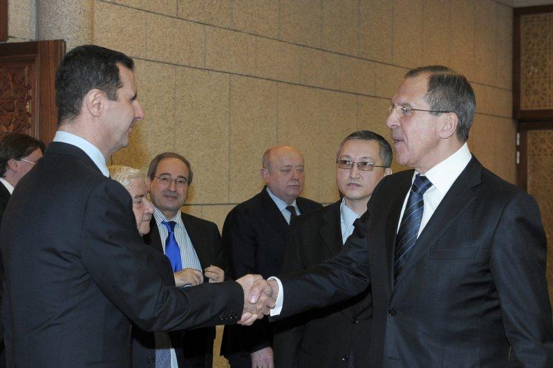 阿塞德總統(左)與俄羅斯外長拉夫羅夫。(美聯社)