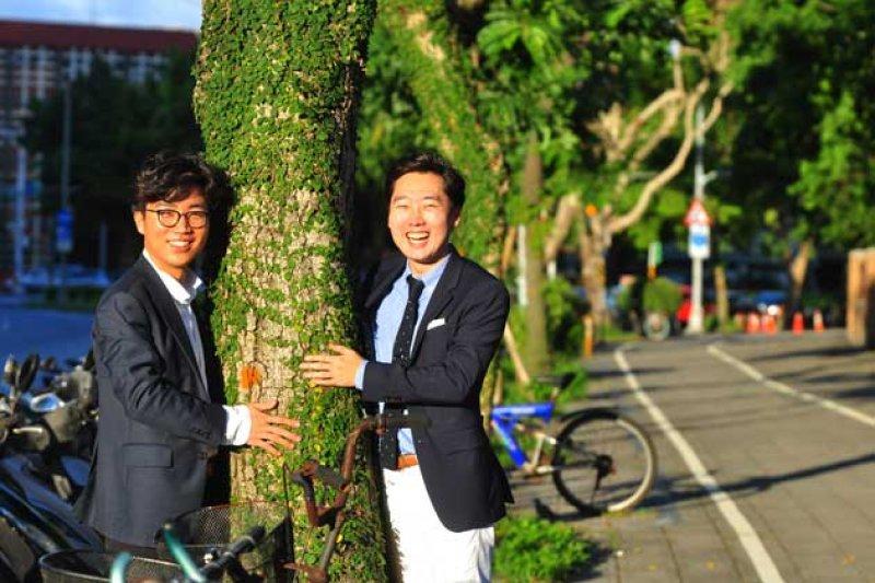 玩遊戲也可以救地球嗎?金亨洙(Hyungsoo  Kim,圖右)和鄭珉哲(Mincheol Jeong,圖左)開發的手機遊戲種了48.8萬棵樹!(圖/Cheers)