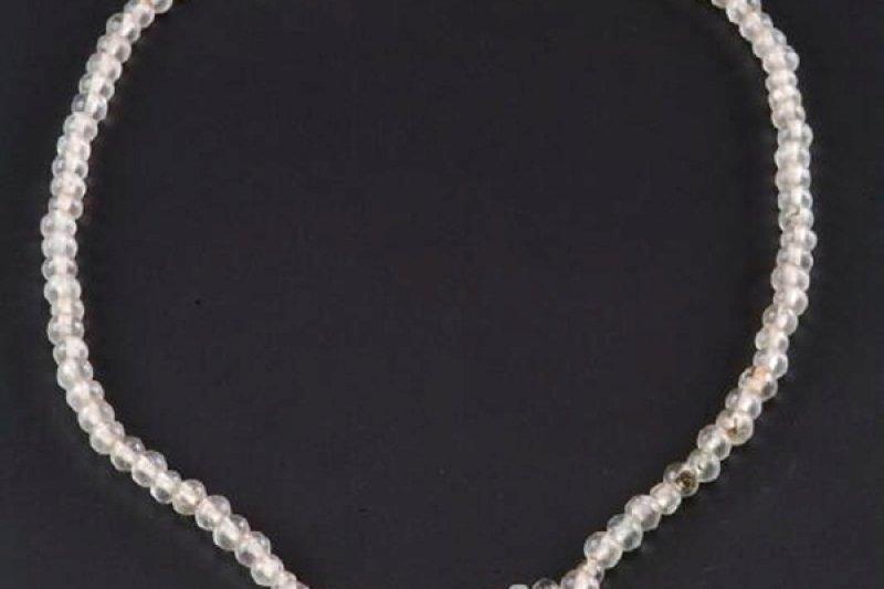 唐代古墓出土的貴婦水晶項鍊(取自網路)