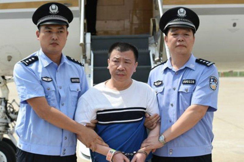 中國搜捕貪官的「天網」行動開展以來,美國首次遣返先前曾公開曝光的「百名紅通人員」。(BBC中文網)