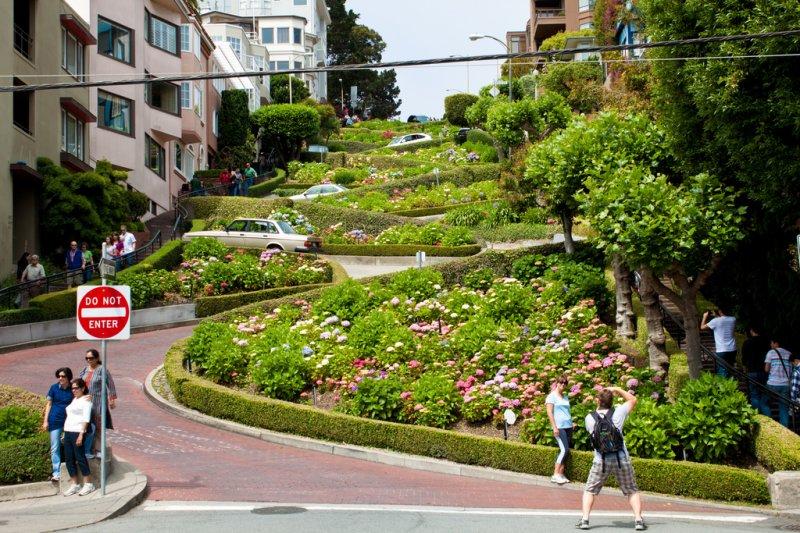 舊金山知名景點九曲花街(圖/FlorianPlag@flickr)
