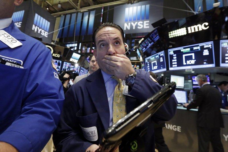 Fed聲明後美股重挫回應。(美聯社)