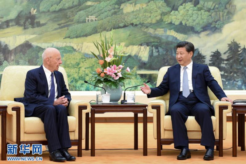 習近平在北京人民大會堂會見媒體大亨梅鐸。(新華社)