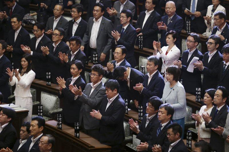 日本國會參議院通過安保相關法案(美聯社)