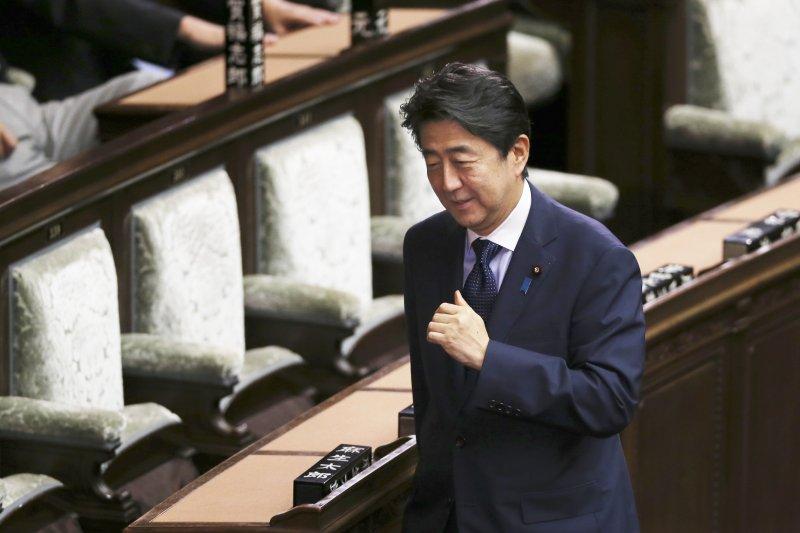 志得意滿的日本首相安倍晉三(美聯社)