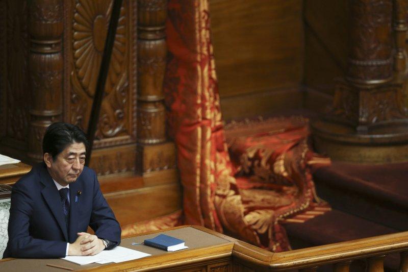 日本首相安倍晉三強推新安保法,面臨民意反彈壓力(美聯社)