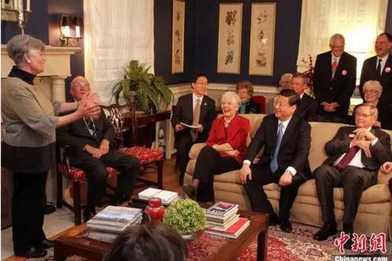 2012年,時任國家副主席的習近平重訪愛荷華州馬斯克廷市,與27年前的老友舉行茶敘。