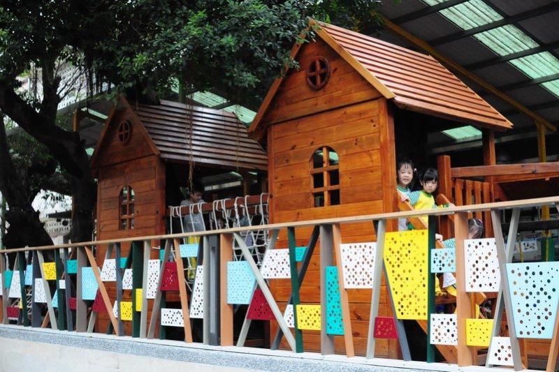 5月發生國小女童割喉案,台北市教育絕未加強校園安全設立電子圍籬23日啟用。(取自台北市立圖書館網站).jpg