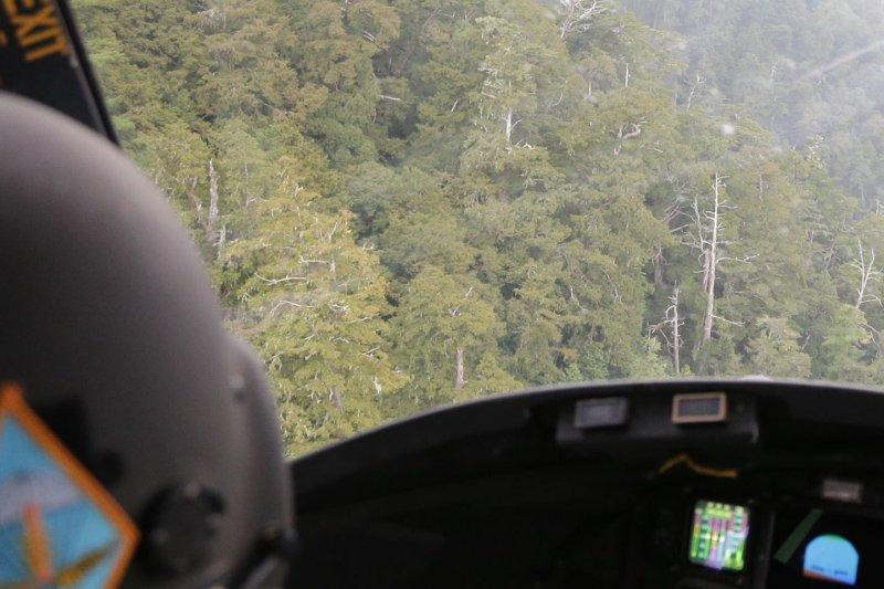 國防部發言人羅紹和26日早上證實,陸軍航特CH47直升機在該日早上,於失蹤AT3教練機雷達光點消失地的西北面約2公里處,尋獲教練機殘骸,但仍無2名飛行員的下落。