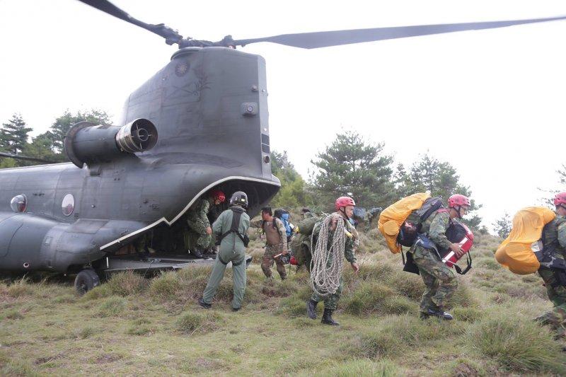 AT-3搜救人員