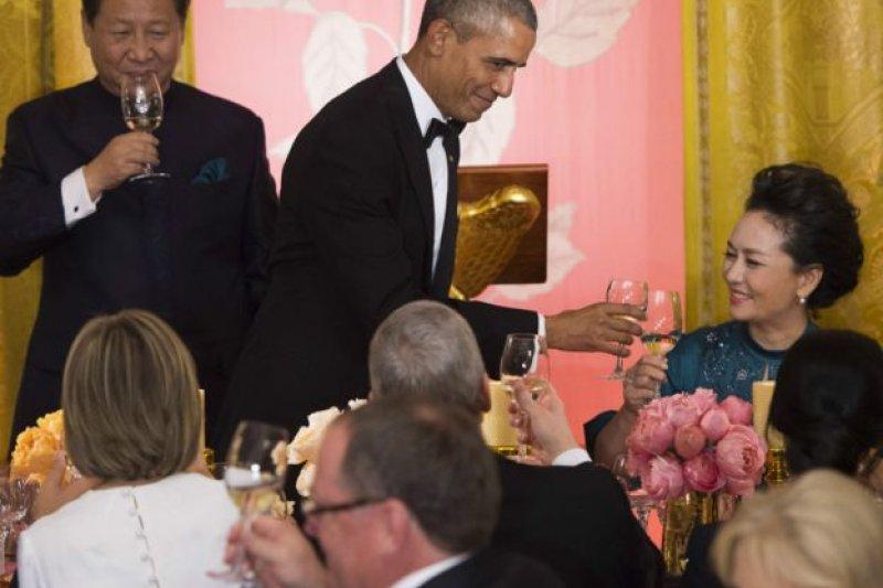 歐巴馬在祝酒辭中說,「今天,習主席和我都同意,要擴大兩國之間的合作。」(BBC中文網)