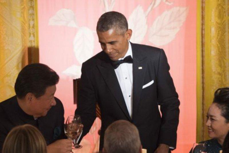 歐巴馬在祝酒中表示希望美中兩國人民「情同手足」。(BBC中文網)