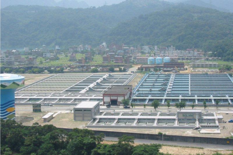 台北市自明天起調漲自來水費,圖為直潭淨水場。(台北自來水處)